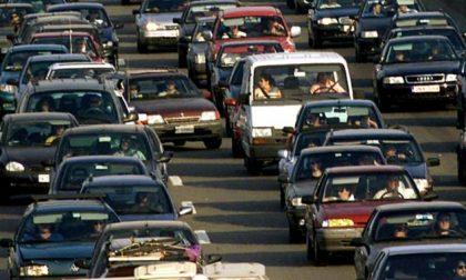 Traffico paralizzato in tangenziale, cinque incidenti in due ore