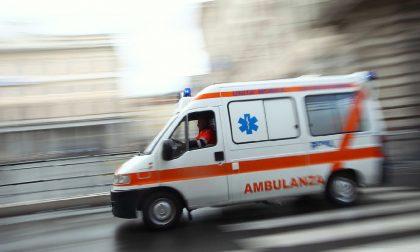 Lite in strada a Milano, un clochard gravissimo