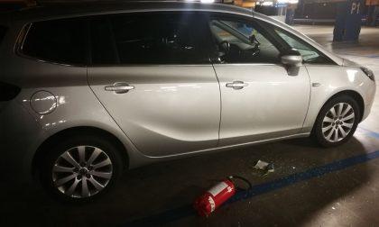 Tentato furto auto e punta un coltello al proprietario: ladro in fuga