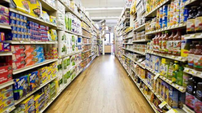ubriaco al supermercato