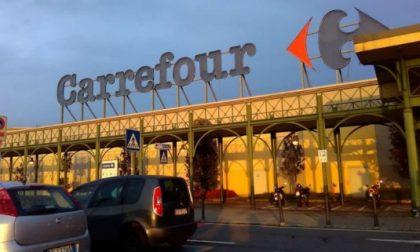 Rubava al Carrefour grazie a uno splaccatore antitaccheggio, arrestato