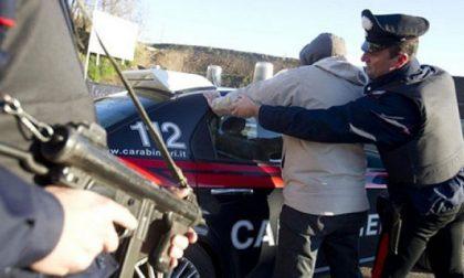 Dosi di cocaina e 12mila euro in tasca: fermati due spacciatori a Rozzano