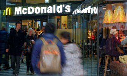 Accoltellato al McDonald's in Duomo, presi i due aggressori