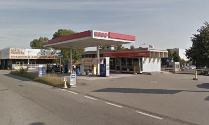Rapina al benzinaio sulla Vigevanese: arrestato