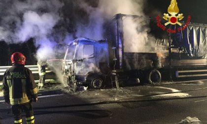 Tir in fiamme: chiusa la Tangenziale Ovest (FOTO)