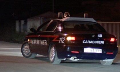 Semina panico minacciando i passanti con un seghetto: fermato in via Cavour a Corsico