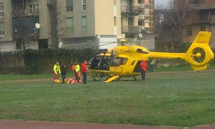 Incidente sulla Vigevanese | Perde il controllo dell'auto e finisce fuori strada: due feriti