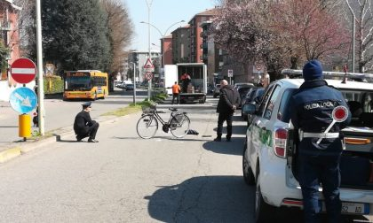 Ciclista investita da furgone a Buccinasco: la donna è deceduta (FOTO)