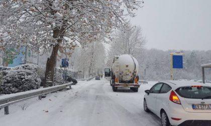 Emergenza neve tra treni cancellati, incidenti e cadute