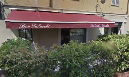 Spaccata al tabacchi in via Cavour: la banda porta via 6mila euro