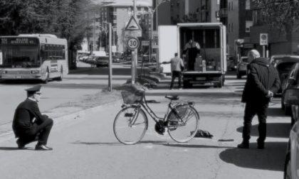 Donna travolta e uccisa dal furgone a Buccinasco | L'autista: Mi è caduta davanti, sono distrutto
