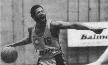 Razzismo nel basket | La leggenda Yelverton domenica con i Bionics Buccinasco