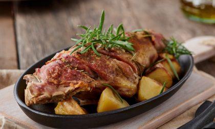 Capretto al forno con patate, per una Pasqua di gusto!