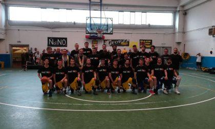 Razzismo nel basket a Buccinasco, i giocatori lombardi scendono in campo con la maglia nera (FOTO)