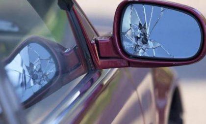 Tenta truffa dello specchietto a Corsico ma il guidatore non ci casca
