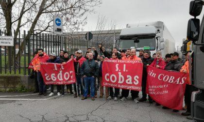 Protesta dei lavoratori Pam di Trezzano, la tensione scalda gli animi