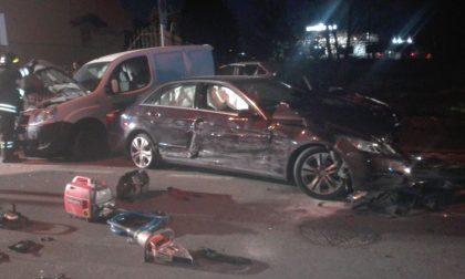 Alta velocità in via Boccaccio: Mercedes distrugge sei macchine a Trezzano