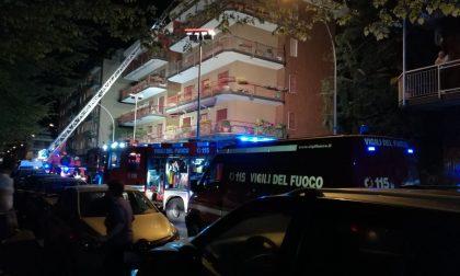 Incendio in appartamento a Cesano, distrutto dalle fiamme (FOTO)