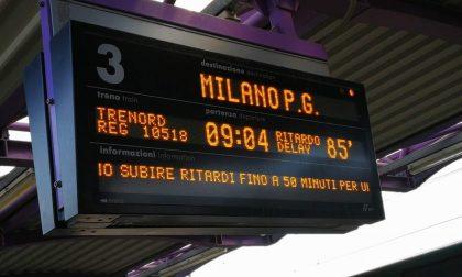 Treni bloccati e ritardi Trenord di due ore, cresce la rabbia dei pendolari