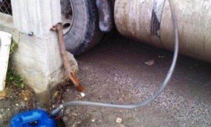 Aspiravano carburante da un camion: arrestati a Cusago ladri di gasolio