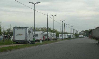 Il caso della pista ciclabile di Cusago invasa dalle roulotte dei rom