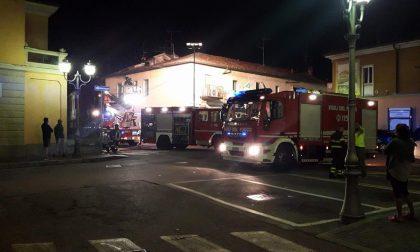 Incendio a Lacchiarella: la canna fumaria della pizzeria prende fuoco (FOTO)