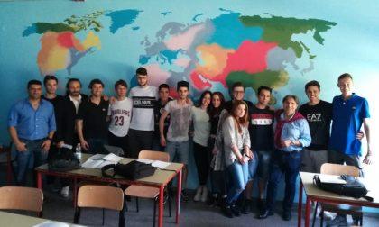 Aule dipinte al Falcone-Righi, gli studenti si mettono in mostra FOTO