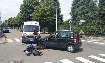 Incidente auto moto in via Duse: ferito 20enne motociclista