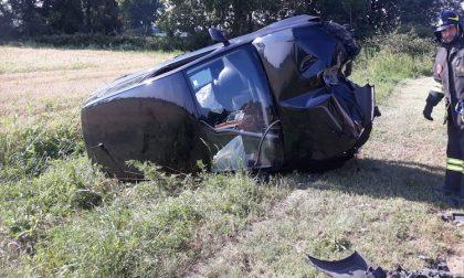 Auto si ribalta in via Diaz, tre ragazzi feriti