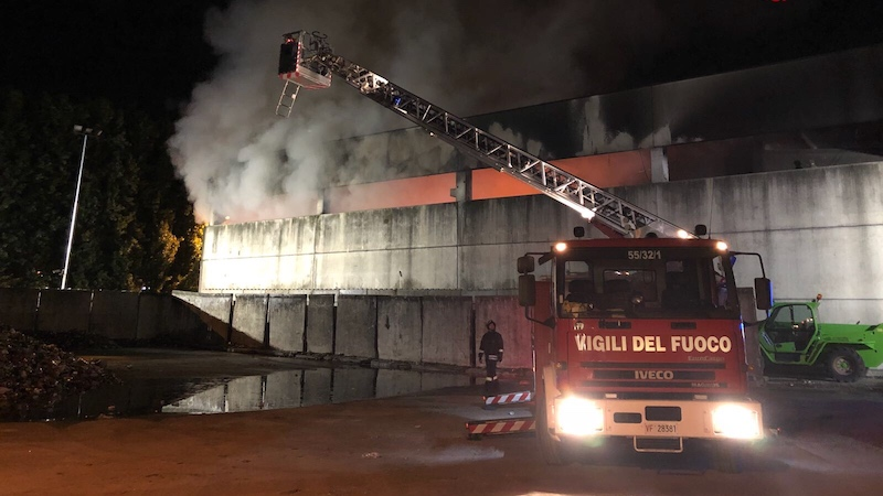 Incendio deposito AMSA