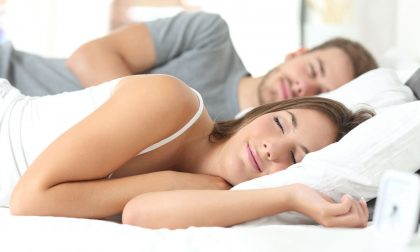Dormire di notte fa bene alla salute e al matrimonio