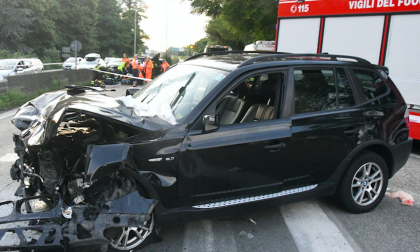Brucia il semaforo rosso e travolge un'auto: donna in gravi condizioni FOTO – VIDEO