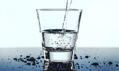 Cosa bere in estate? Acqua, bibite, succhi di frutta