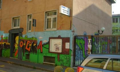 Biblioteca chiude alle 20: scoppia la polemica a Corsico