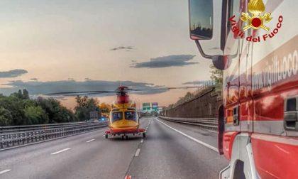 Incidente auto moto sulla tangenziale Ovest, due feriti