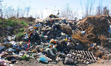 Tonnellate di rifiuti: scoperta maxi discarica al Cavo Borromeo