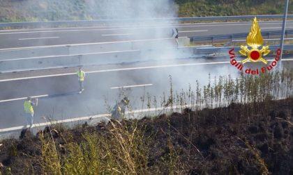 Vasto incendio A58, Tangenziale esterna: chiusa una corsia