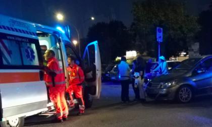 Auto contro moto al parcheggio di via Lomellina: 25enne gravissimo FOTO