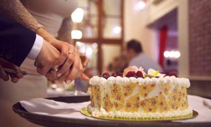 Torta nuziale e confetti, dolci tradizioni matrimoniali