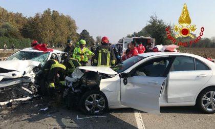 FLASH Incidente Vecchia Vigevanese, due feriti e strada chiusa FOTO