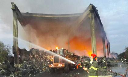 Ancora esalazioni dall'incendio di Milano, sale la preoccupazione