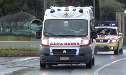Brutto incidente in piazza Maggi: quattro ragazzi coinvolti, due sono gravi