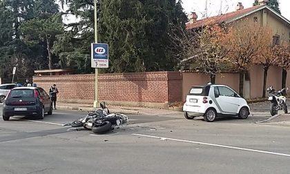 Incidente auto moto, ferito nell'impatto il centauro FOTO