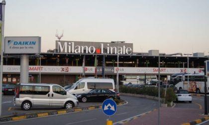 Incidente Linate, furgone urta un'ala: aeroporto chiuso