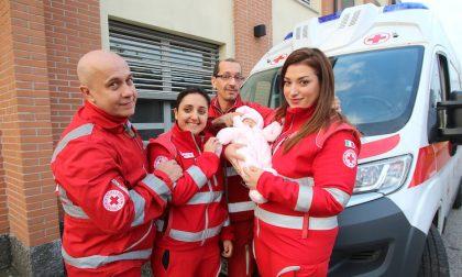 Giada nata prematura e in arresto cardiaco, la salva la Croce Rossa di Opera FOTO