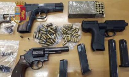 Polizia trova 4 pistole pronte a sparare in un solaio di via Quarti