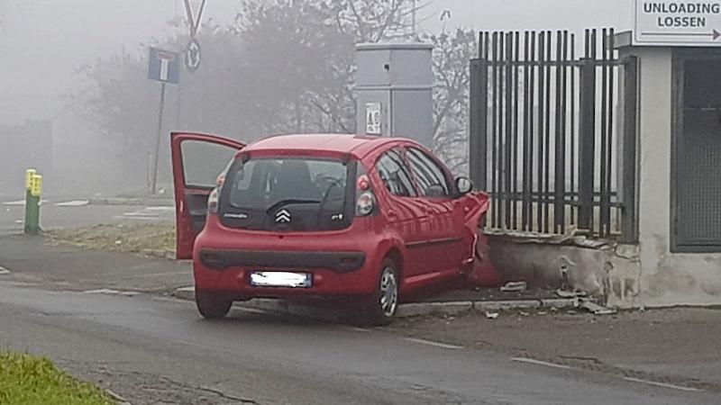Auto contro cabina