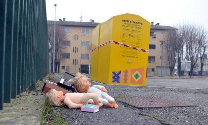 Pianto di neonato nel cassonetto, mobilitazione immediata ma è un bambolotto
