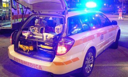 Incidente auto moto in via Curiel, ferito il motociclista