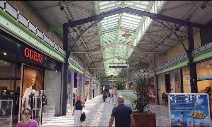 Scippata anziana all'interno del centro commerciale Milanofiori